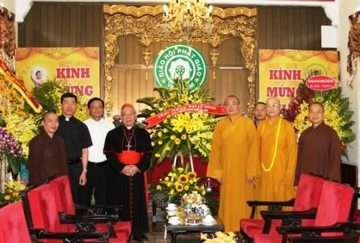 Đức Hồng y Phêrô Nguyễn Văn Nhơn chúc mừng Phật đản