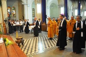Các phái đoàn tôn giáo viếng linh cữu Đức TGM Phaolô