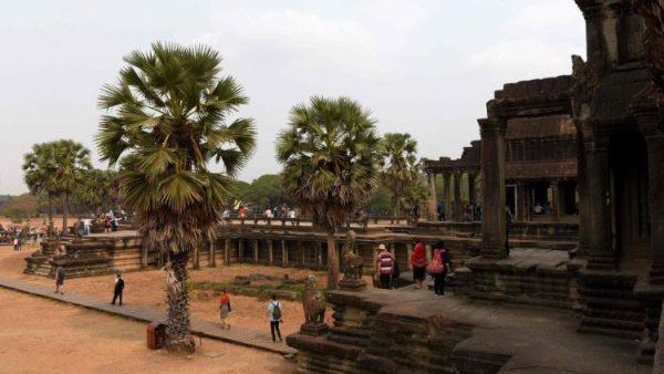 154 người lớn được rửa tội trong Lễ Phục Sinh tại Phnom Penh
