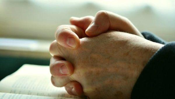 Câu chuyện người giao hàng của Amazon cầu nguyện cho em bé bị bệnh tim không quen biết
