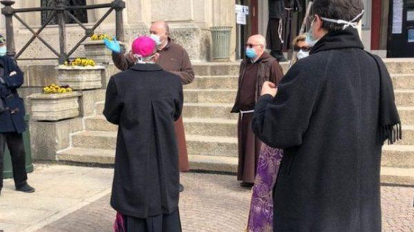 Người Công giáo và Tin lành kêu gọi một cái chết xứng nhân phẩm trong đại dịch