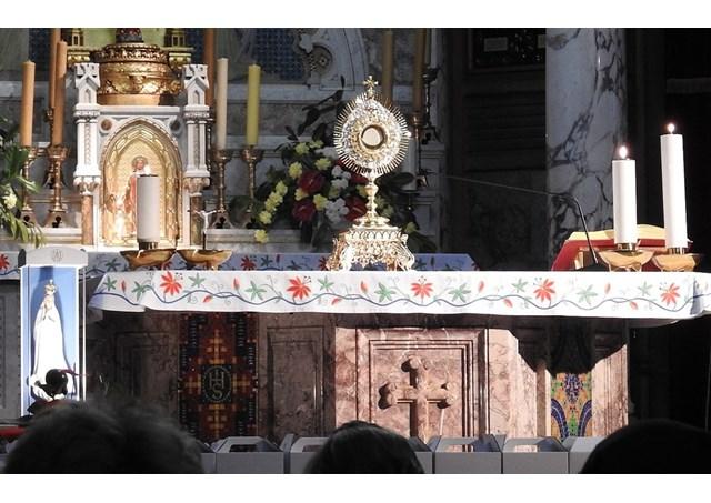 Dân chúng ``đói Thánh Thể``: cần cấp bách đào tạo giáo lý viên, giáo dân và các thừa tác viên