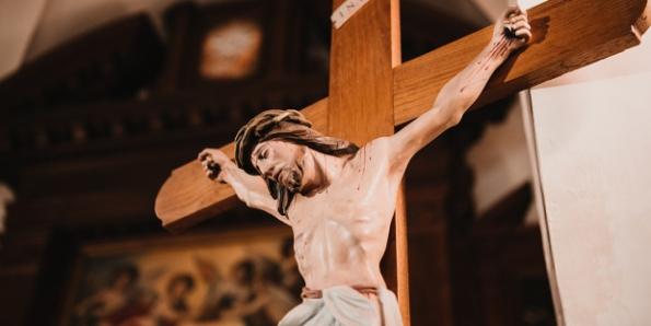 Tại sao Các tín hữu Công giáo sử dụng thập giá có Đức Giêsu trên đó?