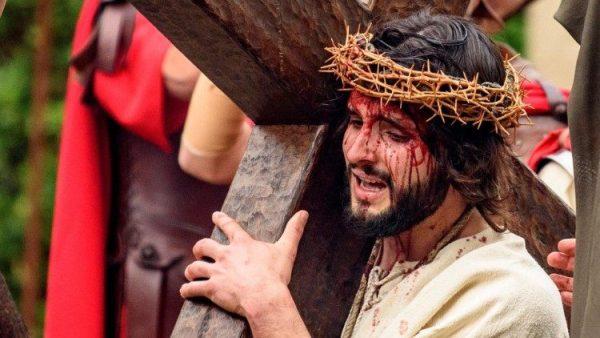 Thánh tích Mão Gai Chúa được tôn kính vào Thứ Sáu Tuần Thánh
