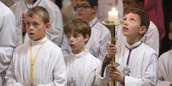 Năm lý do tốt để trẻ em học giúp lễ
