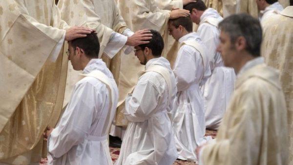 Số chủng sinh chịu chức linh mục gia tăng tại Tây Ban Nha