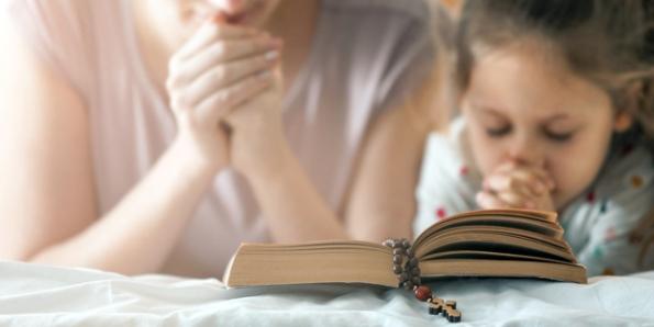 Nghi thức đón nhận lời Chúa trong gia đình