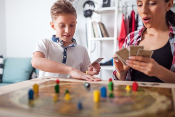 Tại sao cha mẹ có lợi nhất khi vui chơi với con cái mình