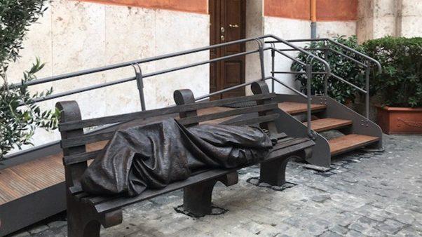 Niềm vui chia sẻ với người vô gia cư của cha Vincenzo Bordo