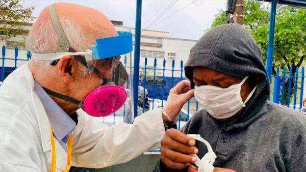 Cha Julio phục vụ những người nghèo trên đường phố Brazil
