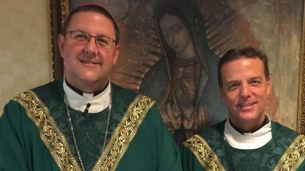 Anh ruột Giám mục làm phụ phong truyền chức Giám mục cho em trai