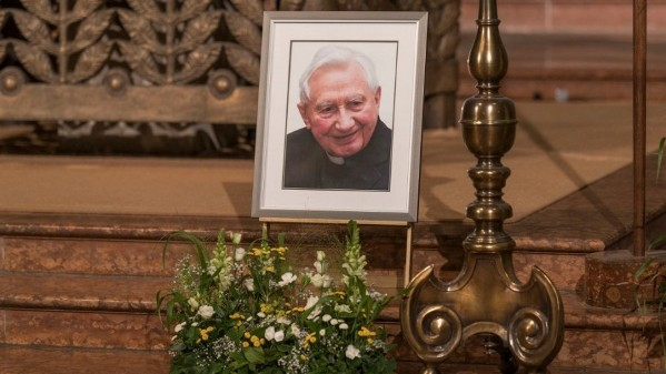 Kinh Chiều cầu nguyện cho Đức ông Georg Ratzinger