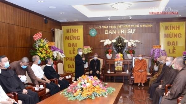 Tổng Giám mục TGP TP.HCM thăm, chúc mừng Phật đản