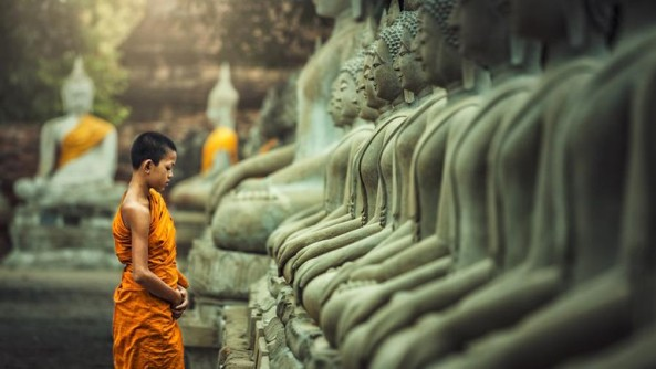 Khảo về quan điểm ``Phật tại Tăng trung`` và ``Phật bất tại Tăng trung`` thời kỳ Phật giáo bộ phái
