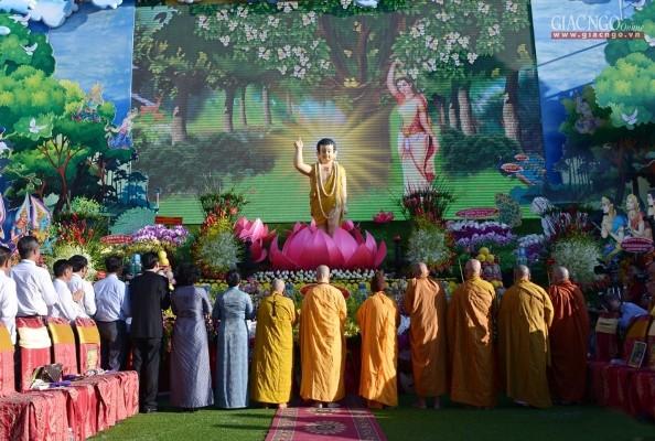 Trang nghiêm Đại lễ Phật đản tại Việt Nam Quốc Tự