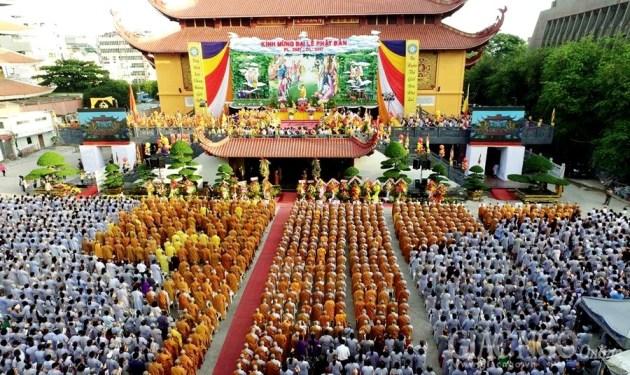 Trang nghiêm Đại lễ Phật đản PL.2561 tại TP.HCM