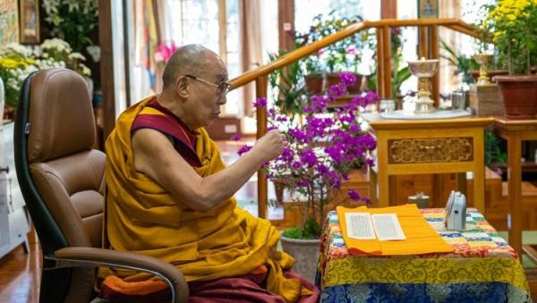 Phật tử Nga nghe Đức Dalai Lama thuyết pháp trực tuyến