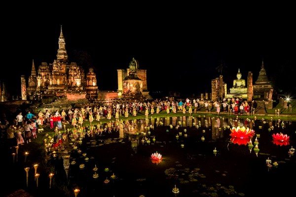 Phật tử Thái Lan mừng lễ hội Loy Krathong