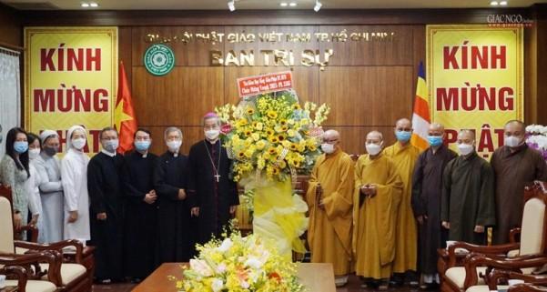 Tổng Giám mục TGP TP.HCM thăm, chúc mừng Phật đản Phật lịch 2565