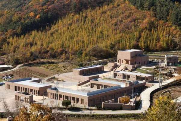 Trung tâm Phật giáo được xây dựng từ 300.000 viên gạch