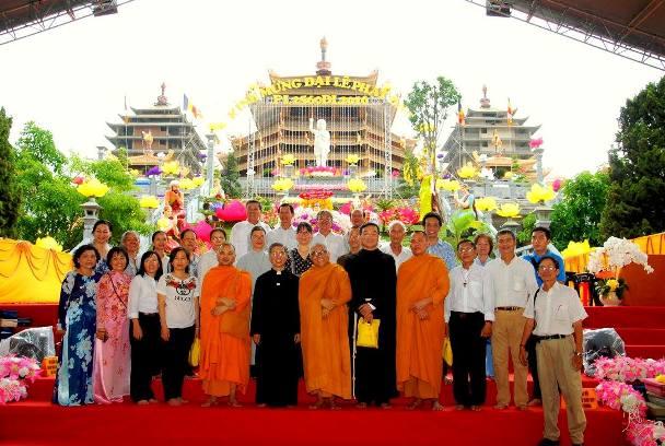 Thăm viếng Pháp viện Minh Đăng Quang (17.5.2016)