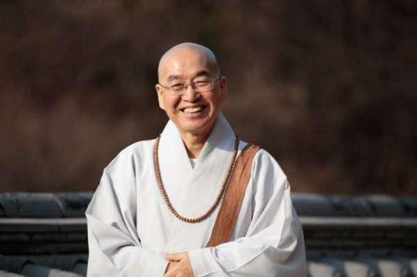 Thiền sư Pomnyun Sunim nổi tiếng ở Hàn Quốc thuyết giảng trực tuyến