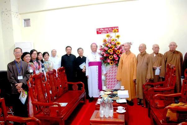 Phái đoàn Tòa Tổng Giám mục chúc mừng đại lễ Vesak (19.5.2016)