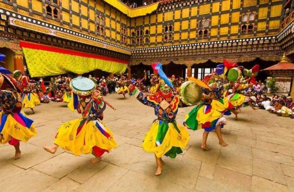 Bhutan: Vũ điệu 500 năm tuổi Pema Lingpa