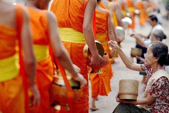Suy nghiệm lời Phật: Bổn phận của người xuất gia và tại gia
