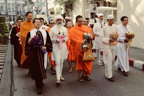 Xây dựng mối quan hệ: Hòa bình và hữu nghị với các tôn giáo trên thế giới