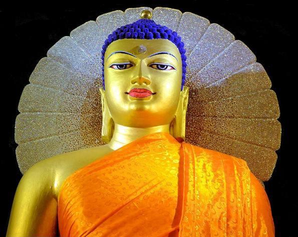 Đức Phật biết tất cả là do đâu?