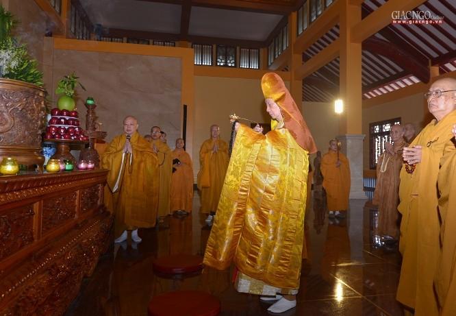 Thiêng liêng khóa lễ tâm linh tại Việt Nam Quốc Tự