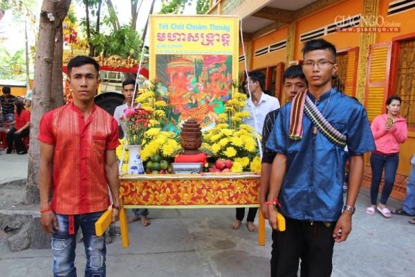 Trang trọng lễ đón chư thiên mừng Tết của người Khmer