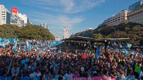 Kitô hữu Argentina biểu tình chống dự luật hợp pháp hóa việc phá thai