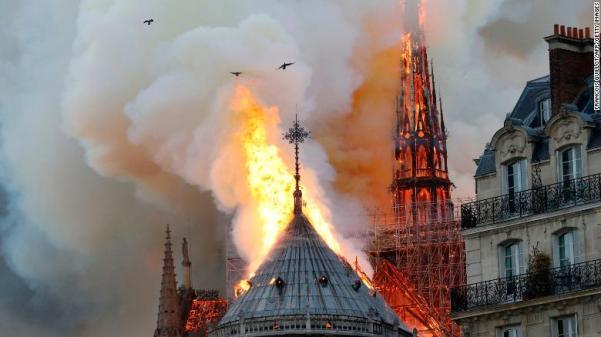 Cháy nhà thờ Đức Bà ở Paris