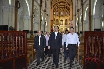 Chủ tịch nước Việt Nam viếng thăm Nhà thờ Chính tòa Đức Bà Sài Gòn
