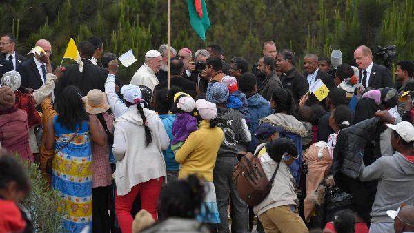 ĐGH Phanxicô cầu nguyện cho người lao động ở Madagascar