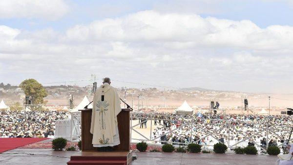 ĐGH Phanxicô cử hành Thánh lễ với một triệu người dân Madagascar