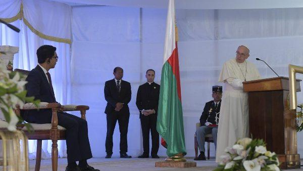 ĐGH Phanxicô gặp các cấp chính quyền, đại diện xã hội dân sự và ngoại giao đoàn tại Madagascar