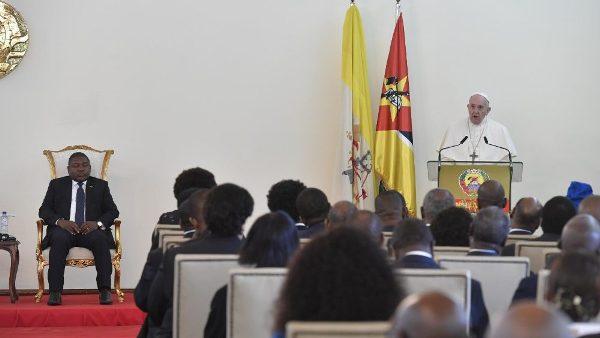 ĐGH Phanxicô gặp các cấp chính quyền, đại diện xã hội dân sự và ngoại giao đoàn tại Mozambique
