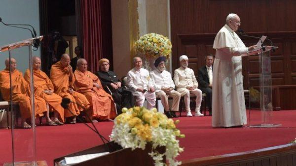 ĐGH Phanxicô gặp các lãnh đạo Kitô giáo và các tôn giáo khác
