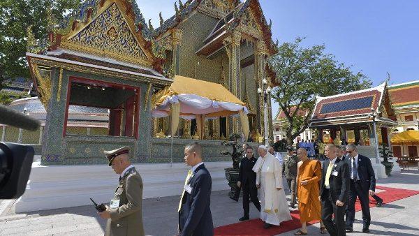ĐGH Phanxicô thăm Đức Tăng Thống của Phật giáo