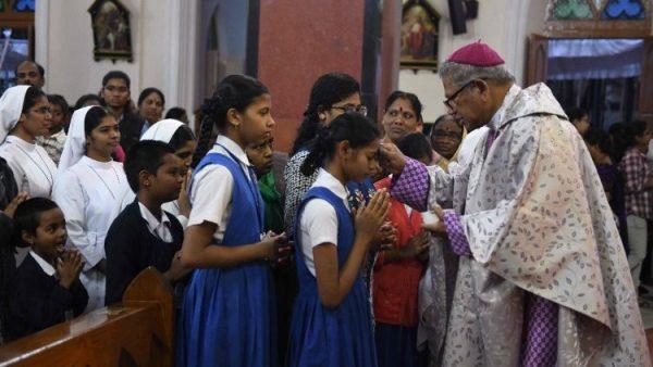 Trường Công giáo ở Mumbai bị đe dọa vì không nhận quá số lượng học sinh