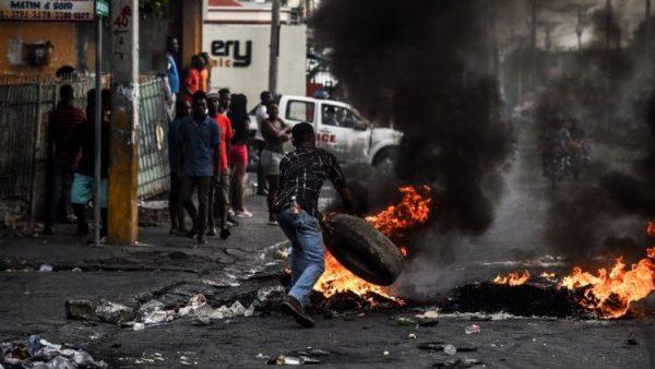 Đức cha Décoste kêu gọi ``Đừng để Haiti chết``