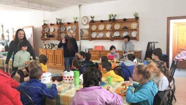 Các Kitô hữu và người Hồi giáo cùng chăm sóc trẻ em khuyết tật ở Kazakhstan