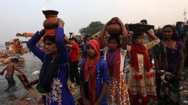 Hai linh mục và một giáo lý viên Ấn Độ bị bắt giam