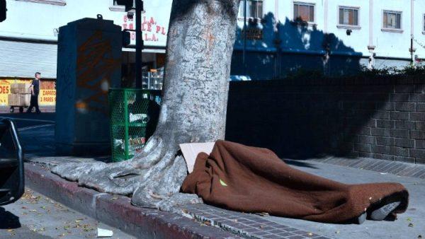 Tỷ phú của Amazon tặng hàng triệu đô la cho các tổ chức bác ái Công giáo để giúp người vô gia cư