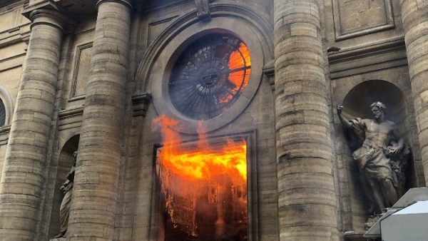Tháng Hai đen tối với các hành động bài Kitô giáo ở Pháp
