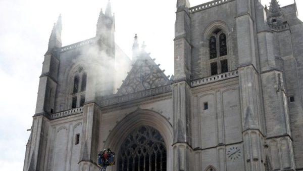 Người đốt nhà thờ chính tòa Nantes ở Pháp đã thừa nhận tội