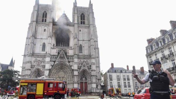 Nhà thờ chính tòa Nantes ở Pháp bị cháy